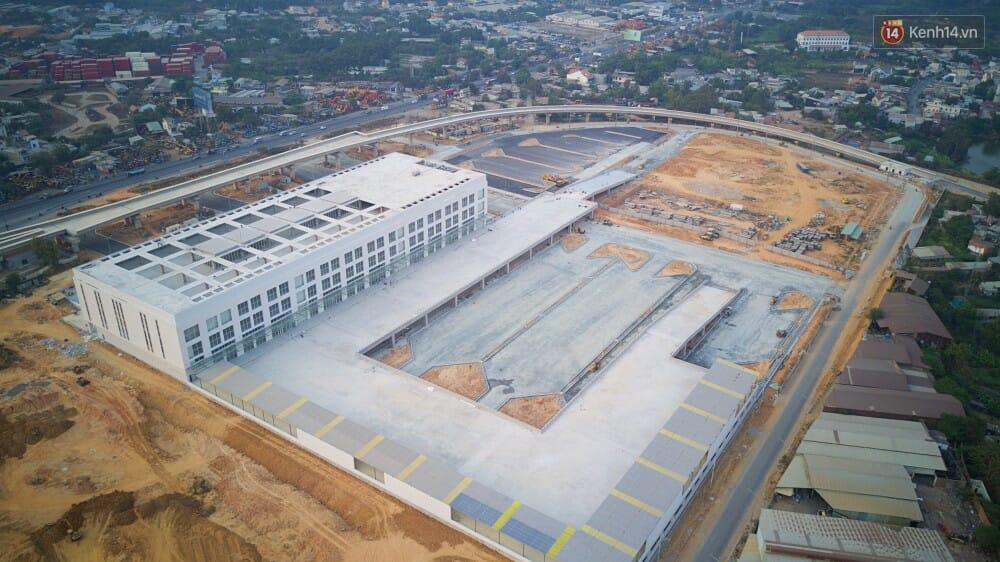 Được biết, giai đoạn 1 của dự án bao gồm xây dựng nhà ga trung tâm, khu vực đậu xe chờ tài, khu vực đón trả khách, hệ thống hạ tầng kỹ thuật toàn khu, trạm xử lý nước thải.