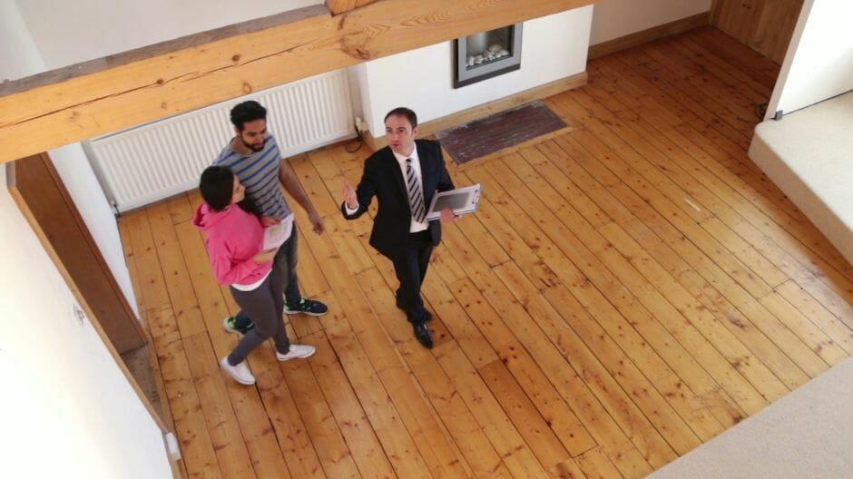 Cần có quỹ dự phòng rủi ro nếu bạn mua nhà trong thời gian ngắn và mức thu nhập chỉ đủ sống.